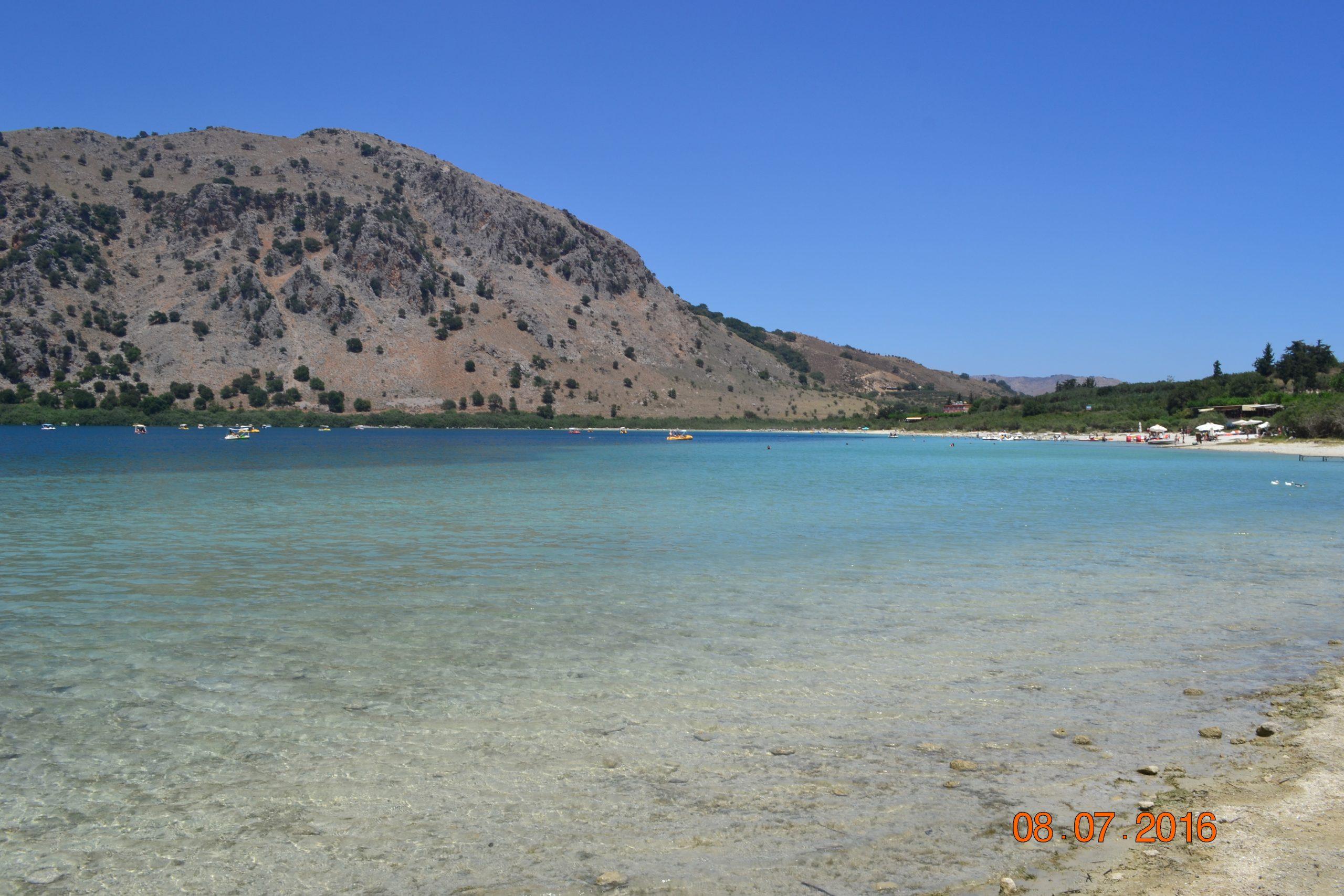 Голубая вода озера Курнас